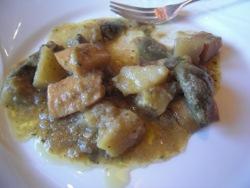 Alcachofas con sepia y patatas