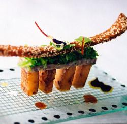 Larvas de ostra tibias al vermut combinadas con espuma de pie de ternera