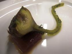 Alcachofa baccarat con atún marinado
