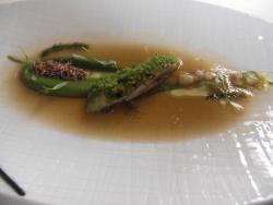 Ostras con tuétano al pistacho y puré de cilantro
