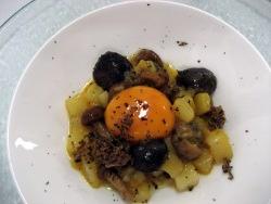 Setas, huevo y foie gras