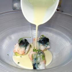 Gazpachuelo tibio de aguacate con cigalas