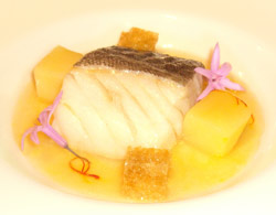 Bacalao confitado con guiso de patatas y azafrán