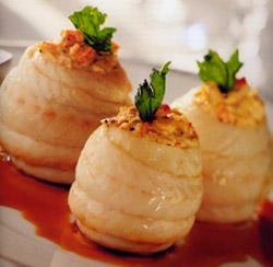 Filetes de lenguado con salpicón de bogavante y su caldo trabado