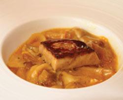 Revuelto de hongos boletus edulis, cebolla confitada y foie gras tostado
