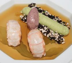 Cigalas y velouté de hinojo sobre gelatina de crustáceos con helado de aceitunas