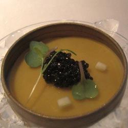 Caviar con capuchino de coliflor y velo de jamón ibérico